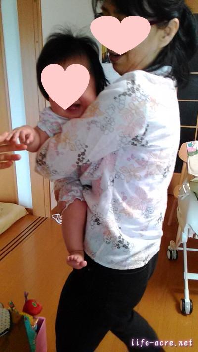 生後6か月の赤ちゃんの喜ぶ遊び・スピードスクワット
